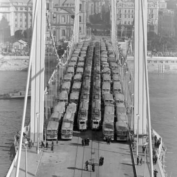 ponte Elisabeth, a Budapest, del 1964 di fotografo sconosciuto: immagine ritrovata grazie a Lou Witt